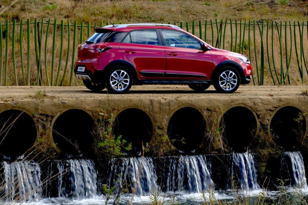 crossover, Kaya 959 Motoring, Mxolisi Mhlongo, Hyundai i20 facelift,